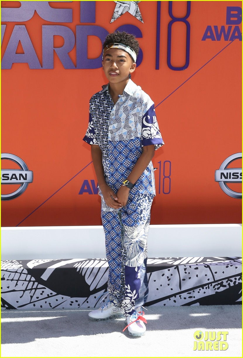 miles brown skai jackson and lonnie chavies step out in style for bet awards 2018 08