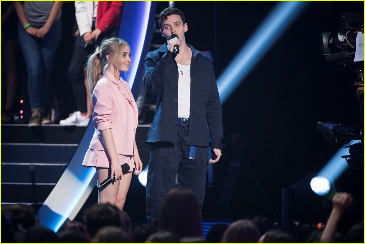 sabrina carpenter and lauv take the stage at radio disney music awards 2018 01