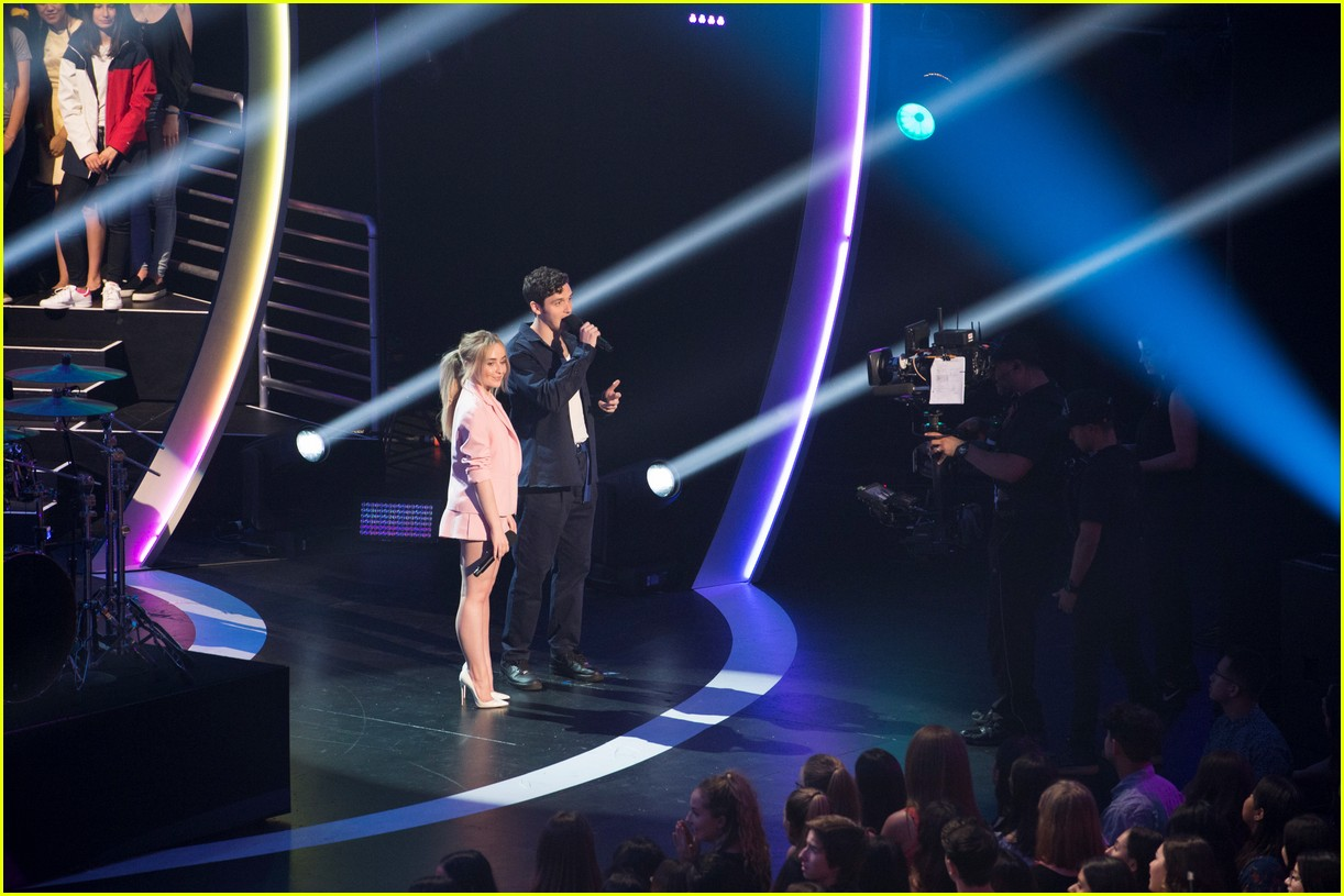 sabrina carpenter and lauv take the stage at radio disney music awards 2018 02