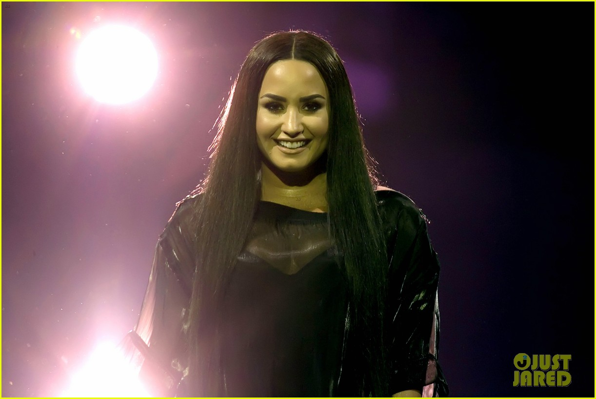 demi lovato concert june 2018 02 3
