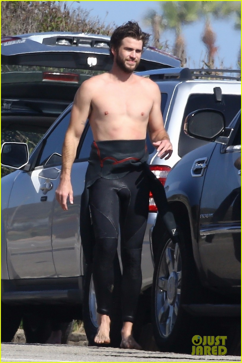 liam hemsworth goes shirtless after surfing session 04