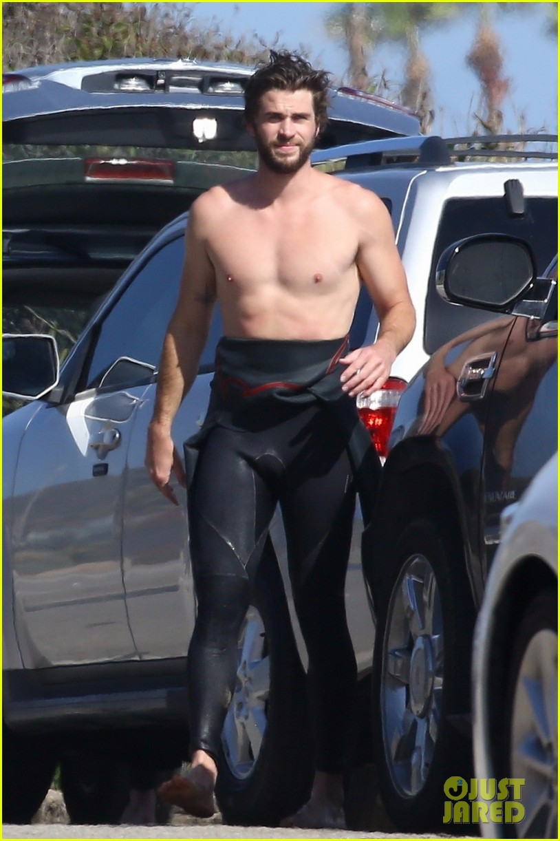 liam hemsworth goes shirtless after surfing session 06