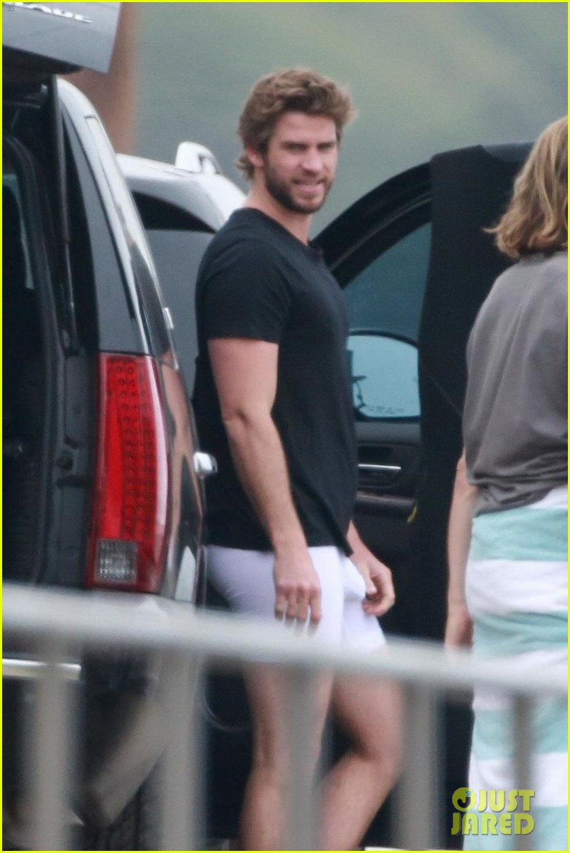 liam hemsworth bares hot bod while stripping out of wetsuit 02