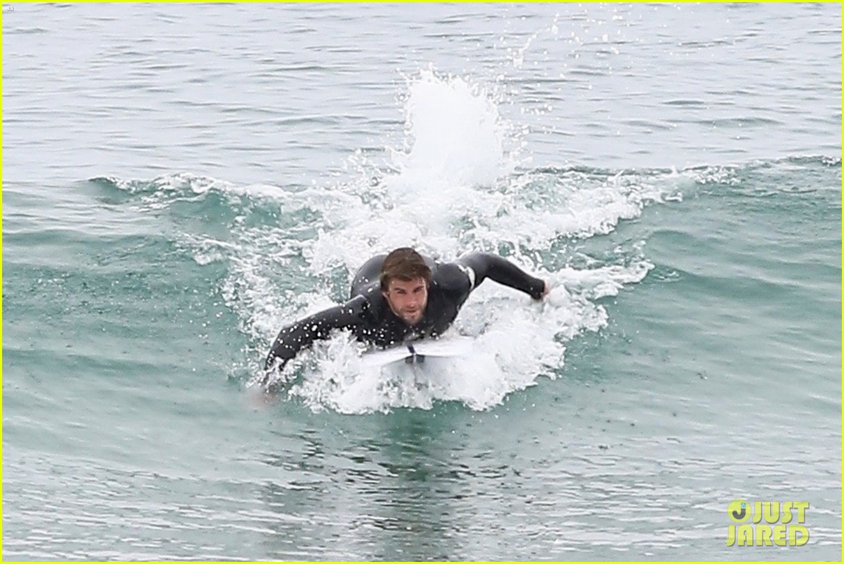 liam hemsworth bares hot bod while stripping out of wetsuit 22