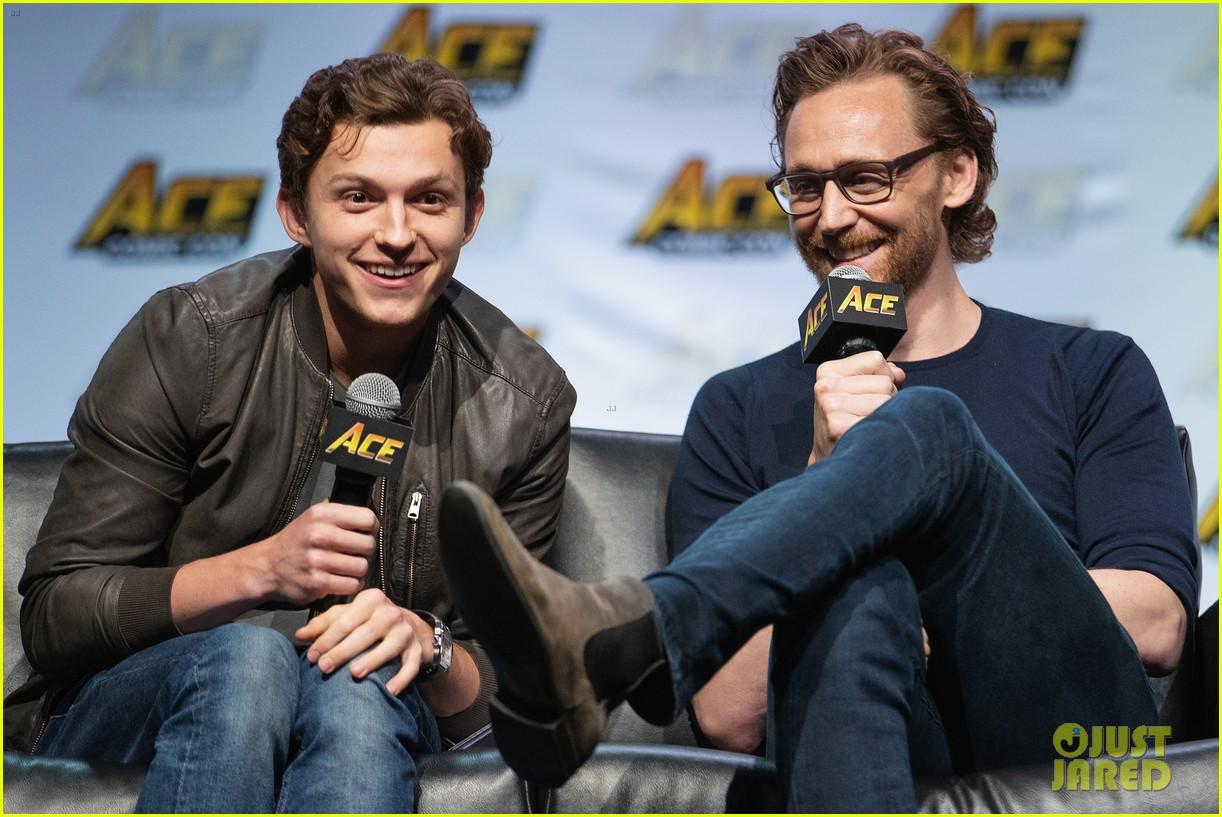 tom holland tom hiddleston marvel ace comic con 04