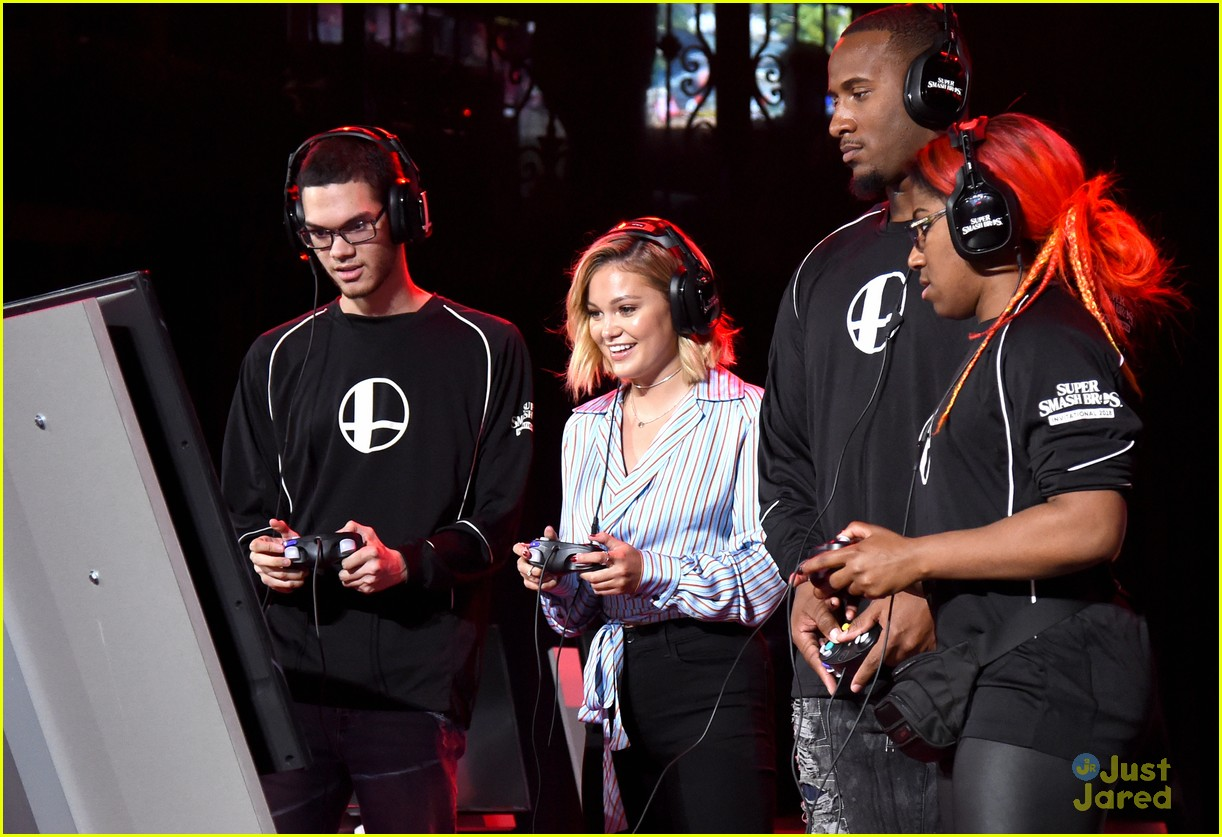 olivia holt nintendo e3 gaming convention 09