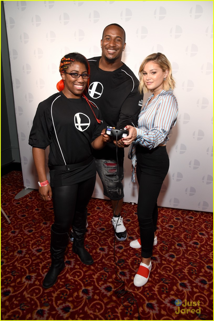 olivia holt nintendo e3 gaming convention 15
