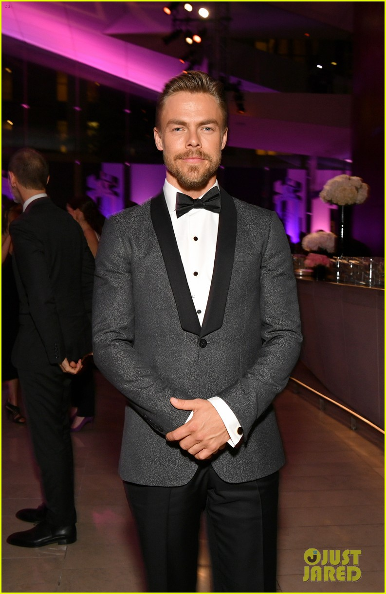 derek hough nina dobrev fragrance foundation awards 02