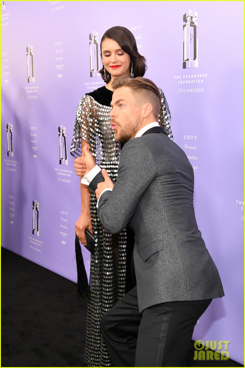 derek hough nina dobrev fragrance foundation awards 03