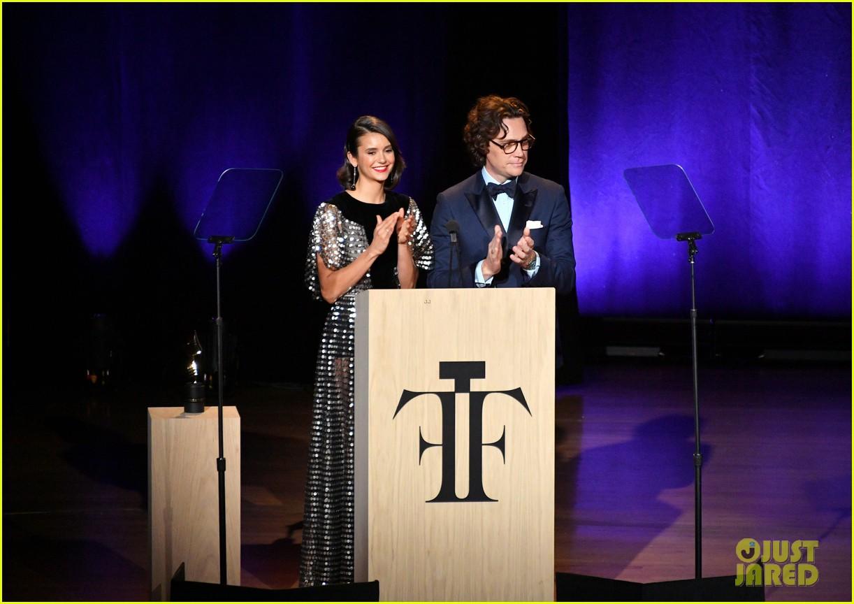 derek hough nina dobrev fragrance foundation awards 11
