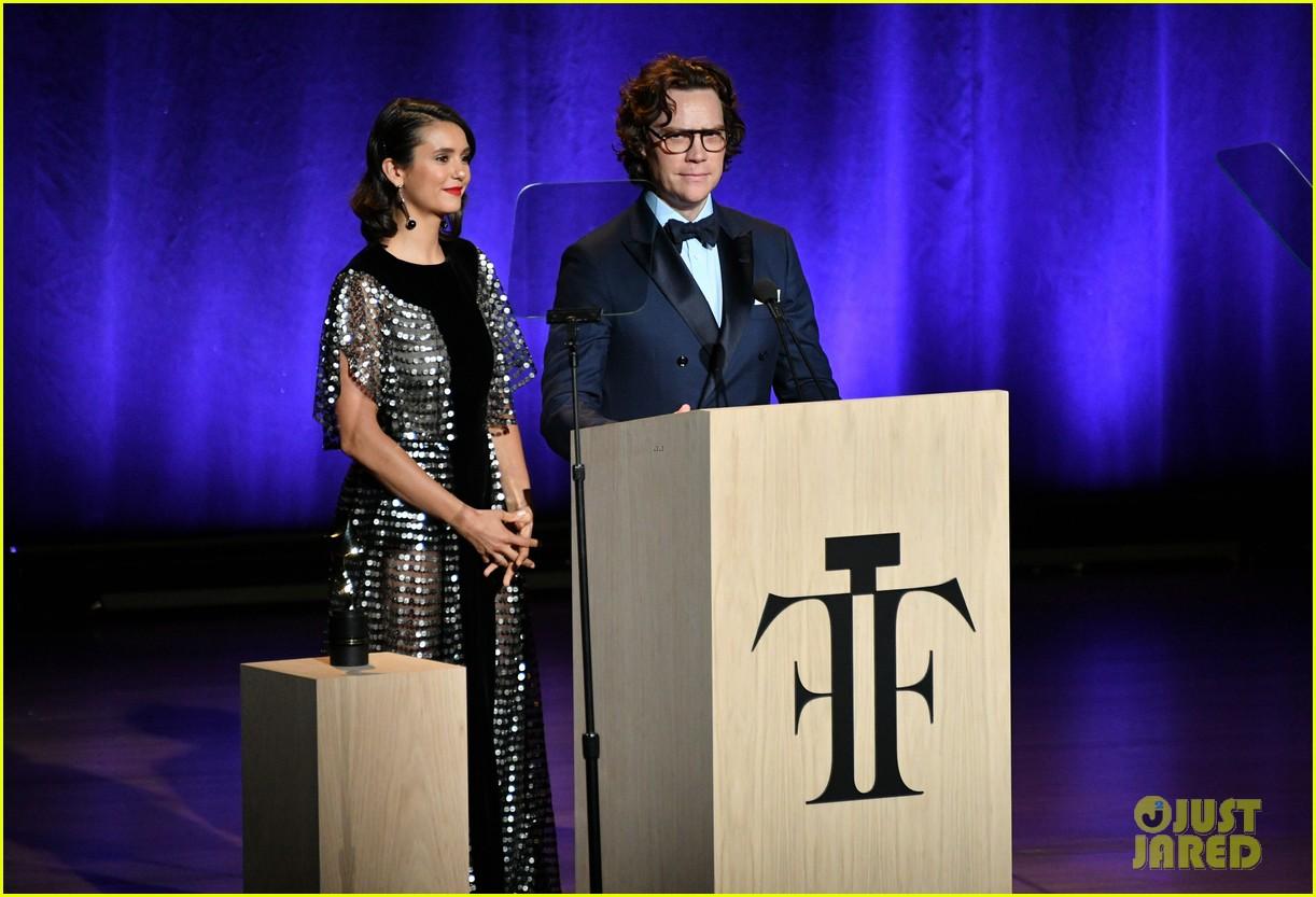 derek hough nina dobrev fragrance foundation awards 12