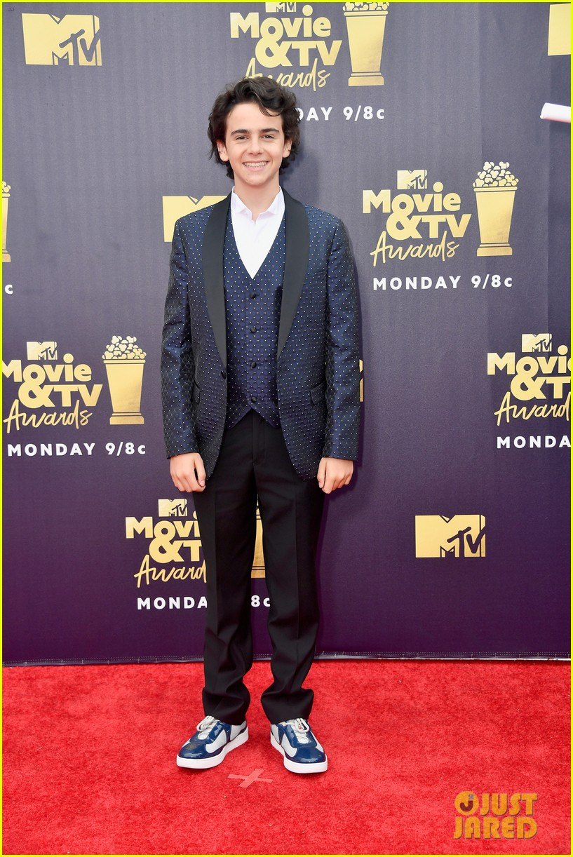 jaeden lieberher sophia lillis mtv movie tv awards 12