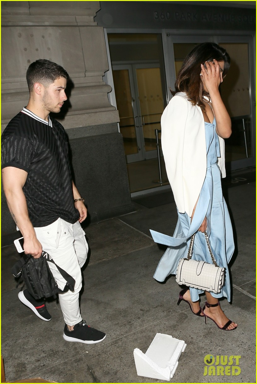 nick jonas priyanka chopra dinner date 03