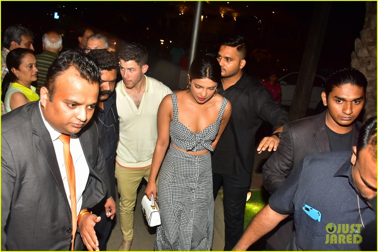 nick jonas and priyanka chopra enjoy date night in mumbai 06