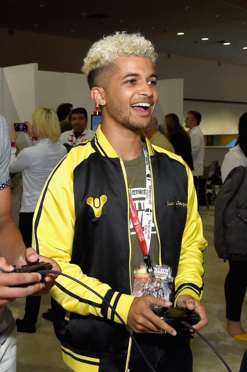 jordan fisher 13rw cast chandler kinney more e3 gaming con 06