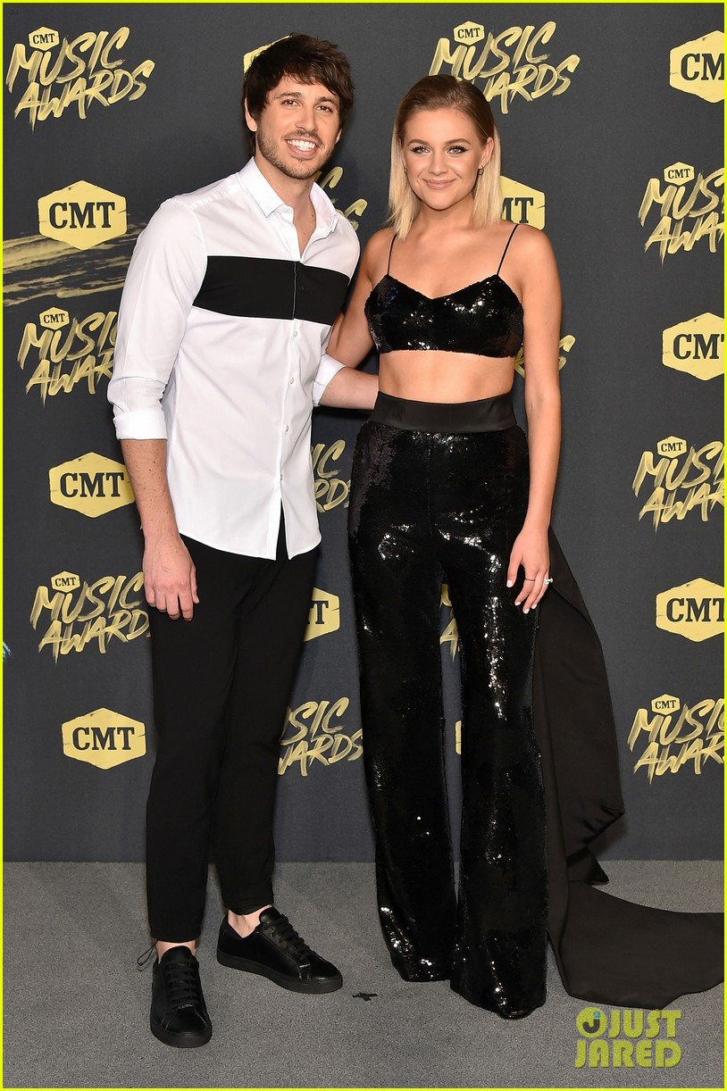kelsea ballerini morgan evans kiss on cmt awards carpet 07