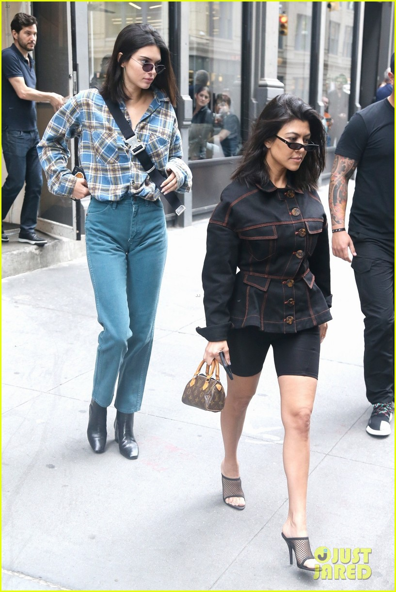 kendall jenner kourtney kardashian step out together 03
