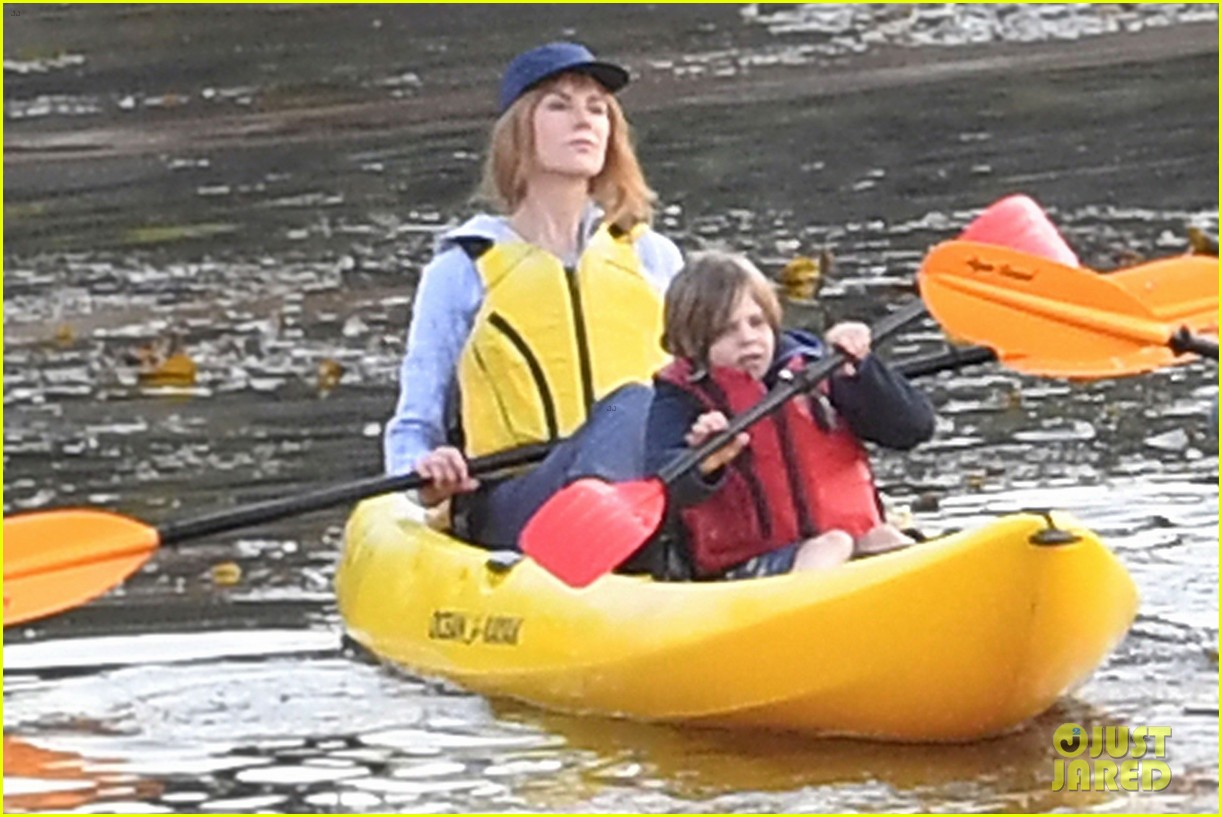 nicole kidman shailene woodley canoeing big little lies 05