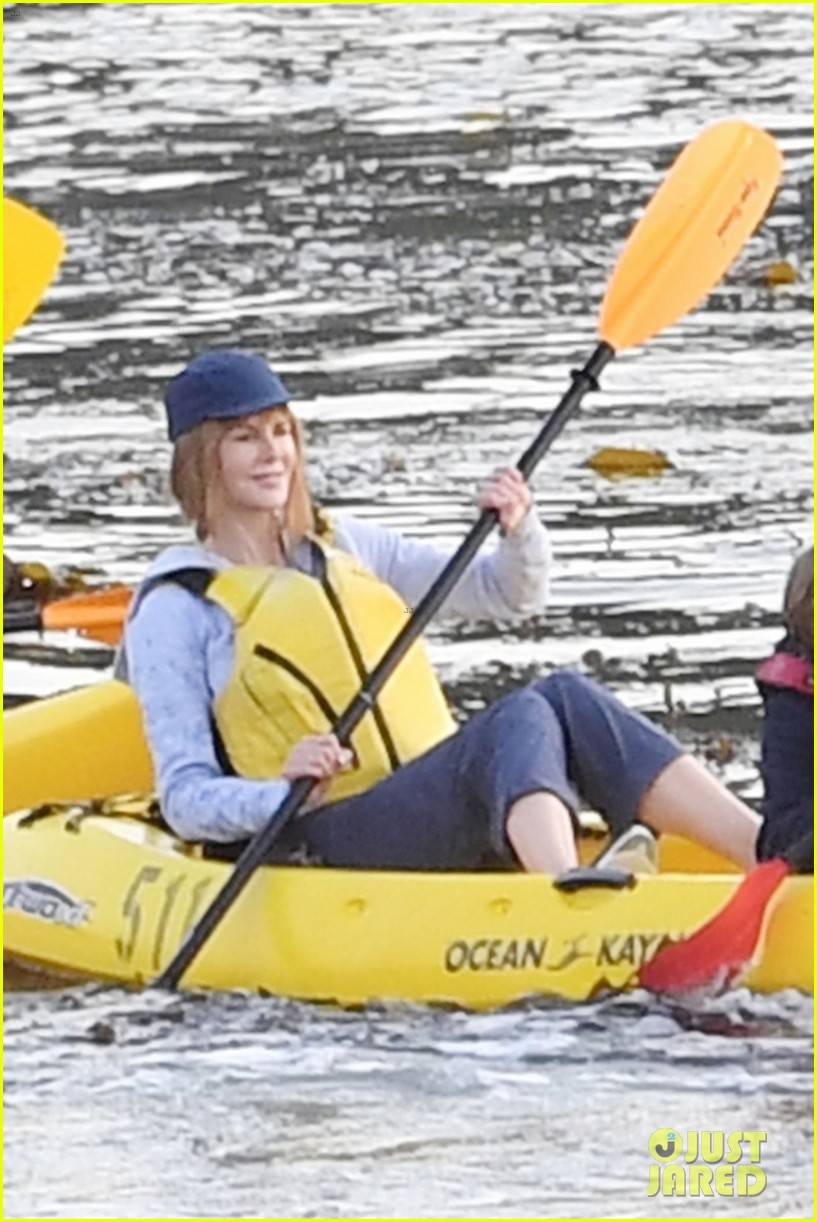 nicole kidman shailene woodley canoeing big little lies 06