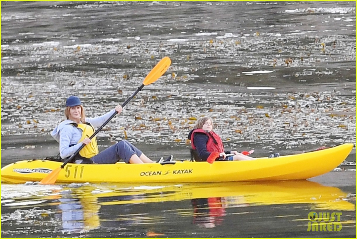 nicole kidman shailene woodley canoeing big little lies 17