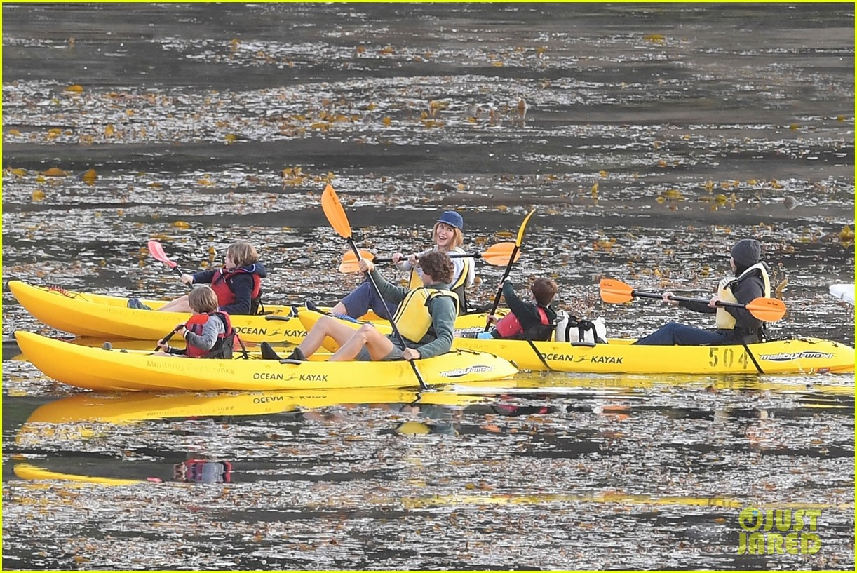 nicole kidman shailene woodley canoeing big little lies 19