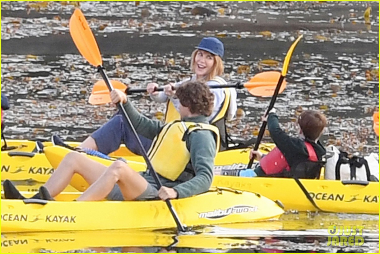 nicole kidman shailene woodley canoeing big little lies 20