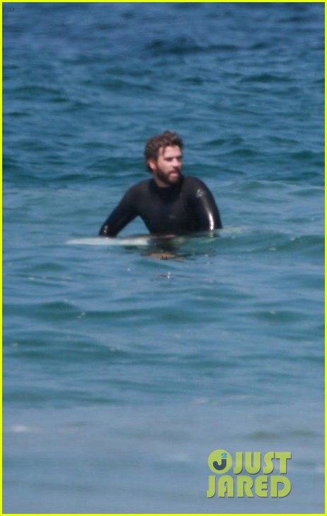 liam hemsworth hits the waves with brother luke 04