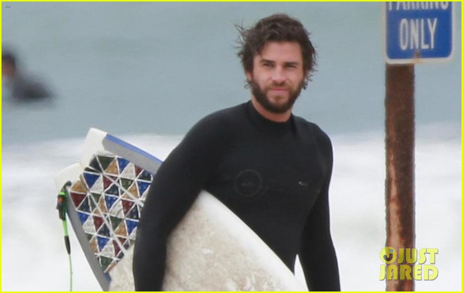 liam hemsworth hits the waves with brother luke 05
