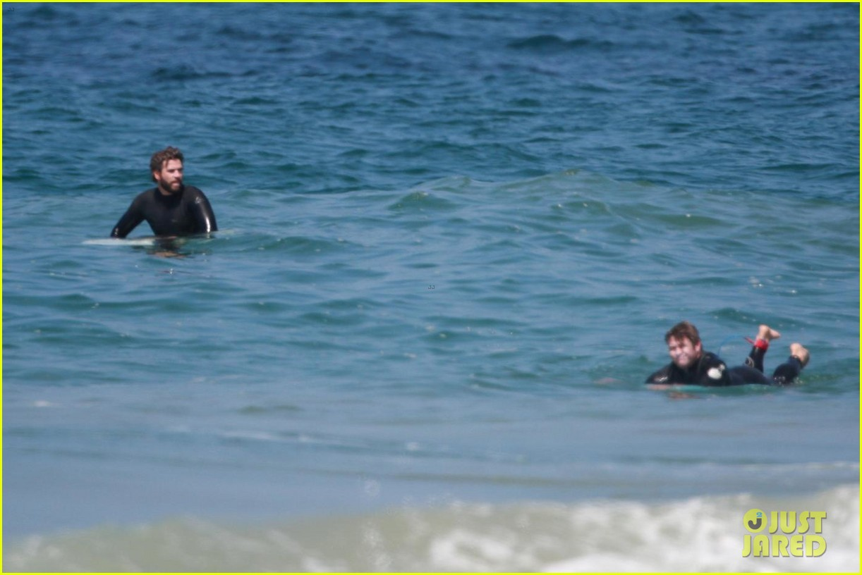 liam hemsworth hits the waves with brother luke 06