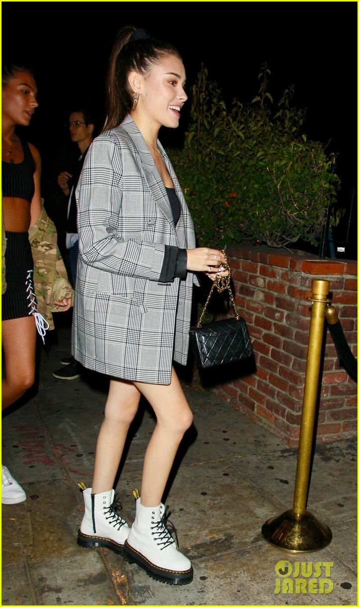 madison beer night out with girlfriends 02