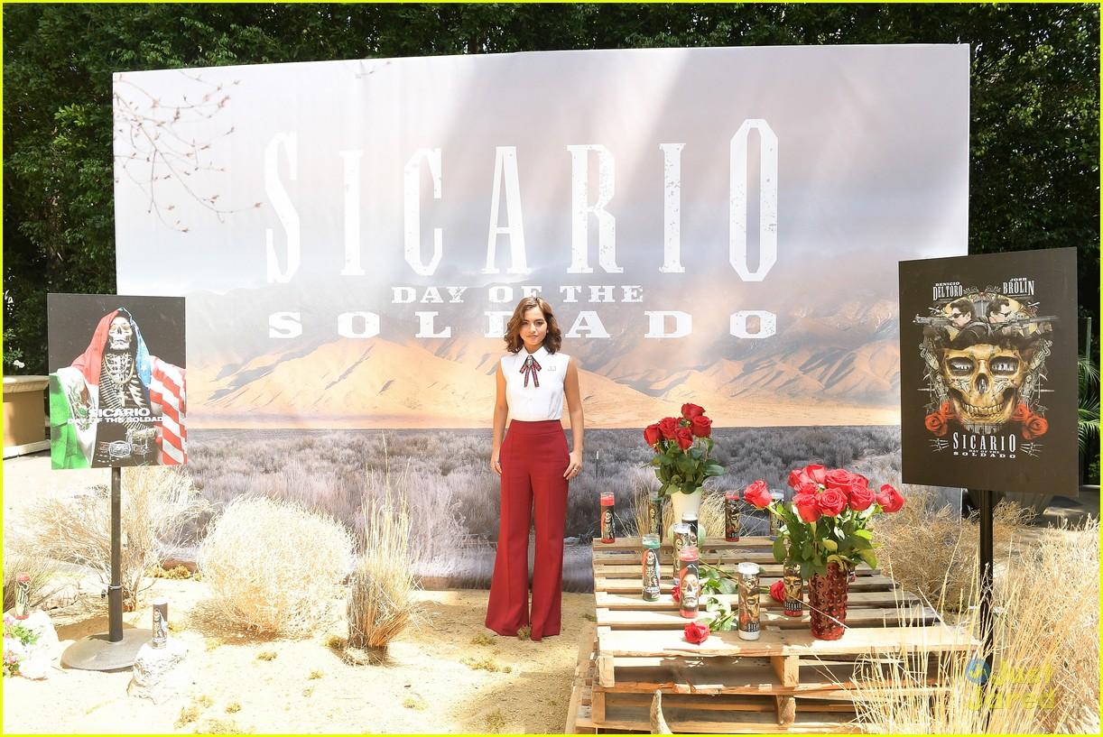 isabela moner new movie sicario opens eyes photocall 07