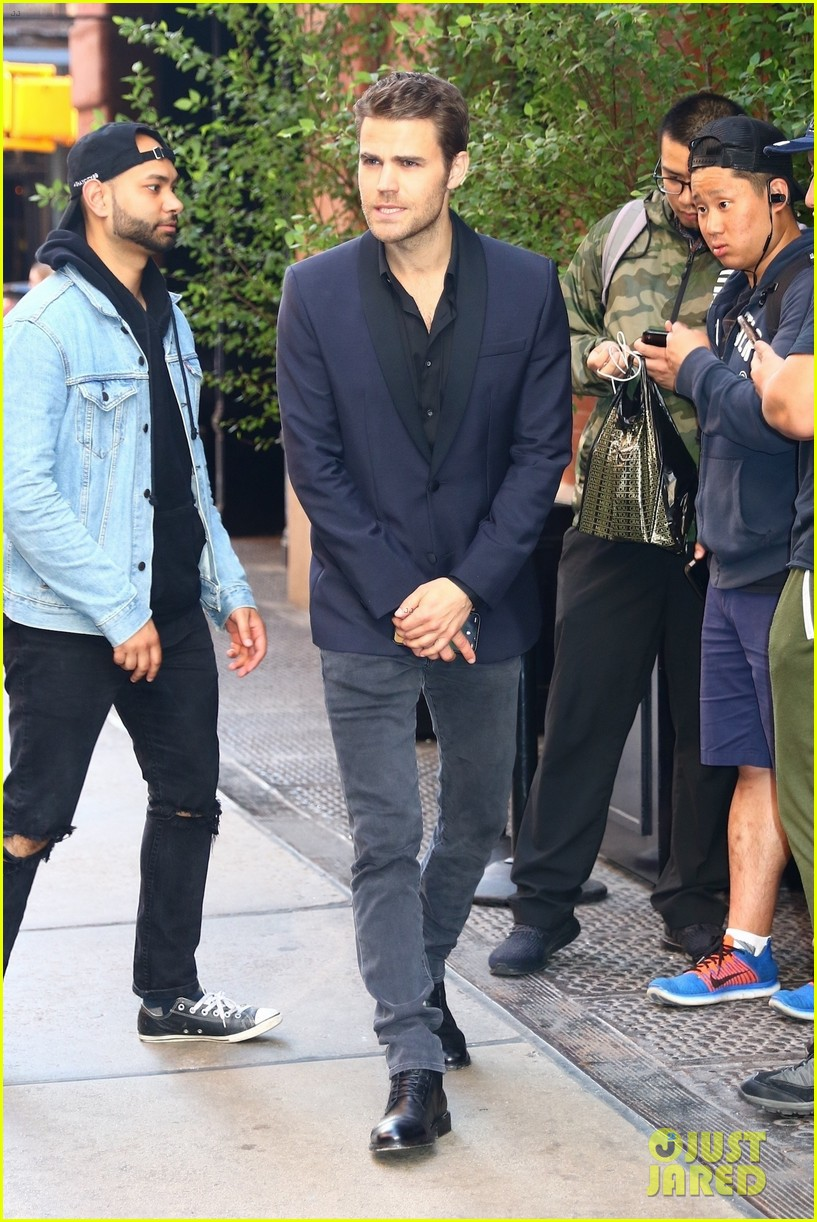 Paul Wesley Looks Sharp in a Suit in NYC! | Photo 1164391 ...