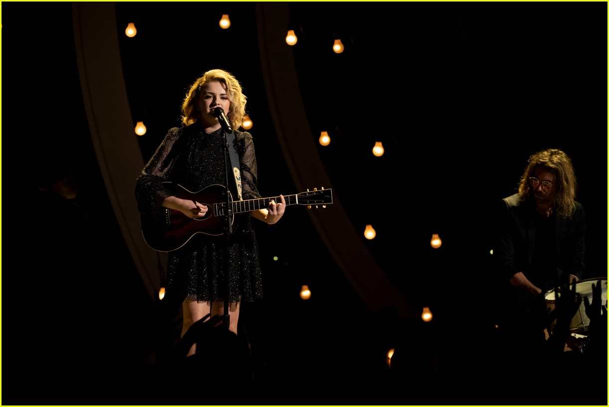 maddie poppe performs acoustic version of going going gone at rdmas2 02
