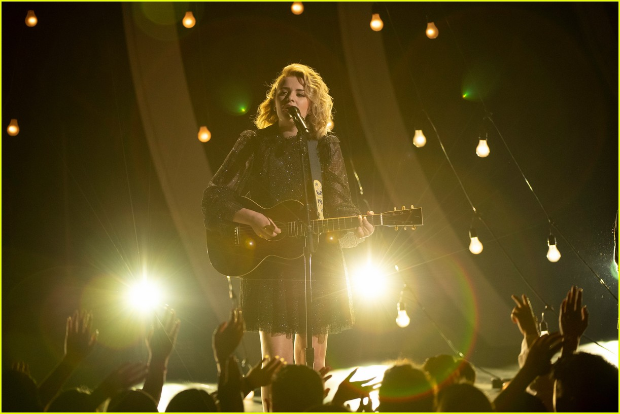 maddie poppe performs acoustic version of going going gone at rdmas2 14