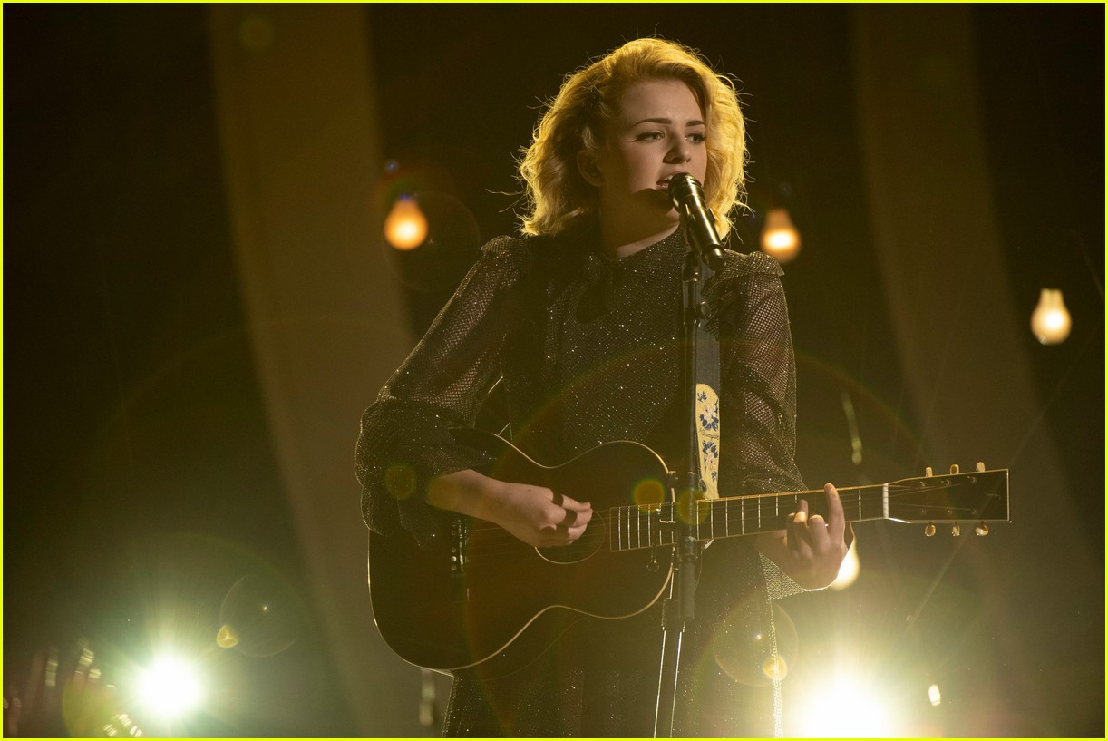 maddie poppe performs acoustic version of going going gone at rdmas2 17