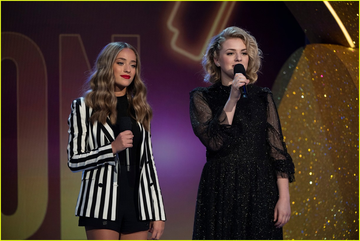 maddie poppe performs acoustic version of going going gone at rdmas2 22