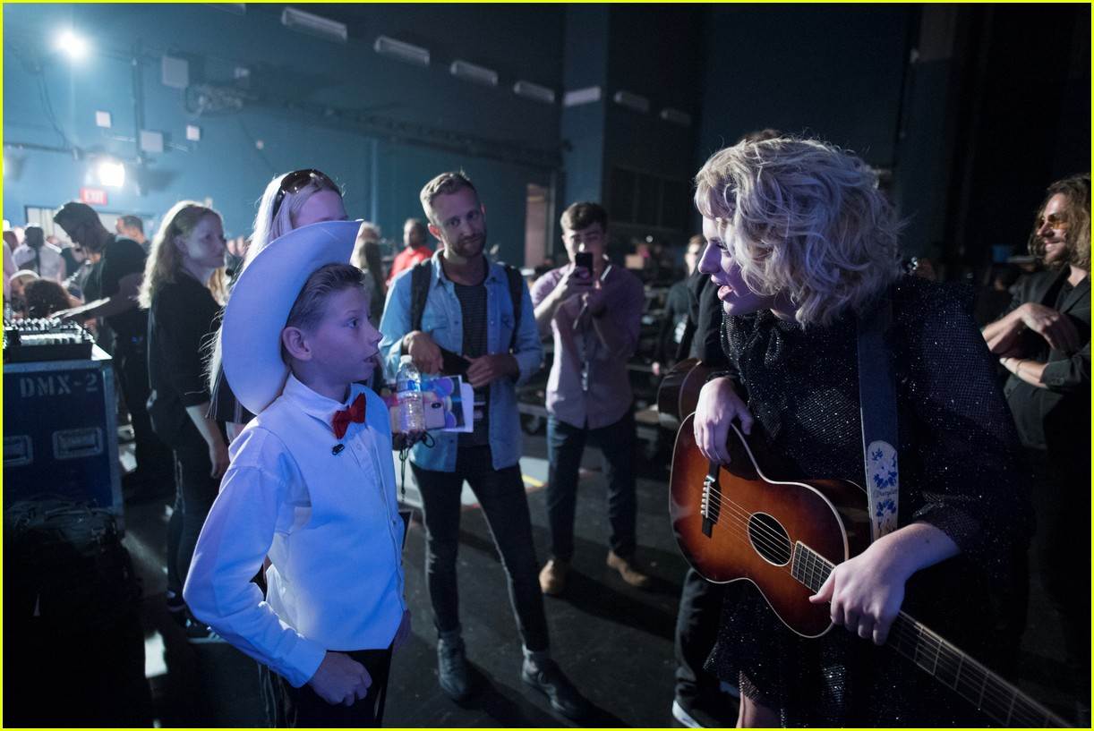 backstage at the radio disney music awards see the moments you missed on tv 05