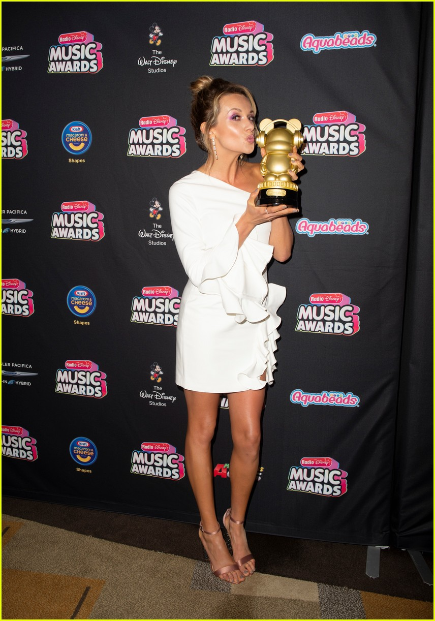 backstage at the radio disney music awards see the moments you missed on tv 11