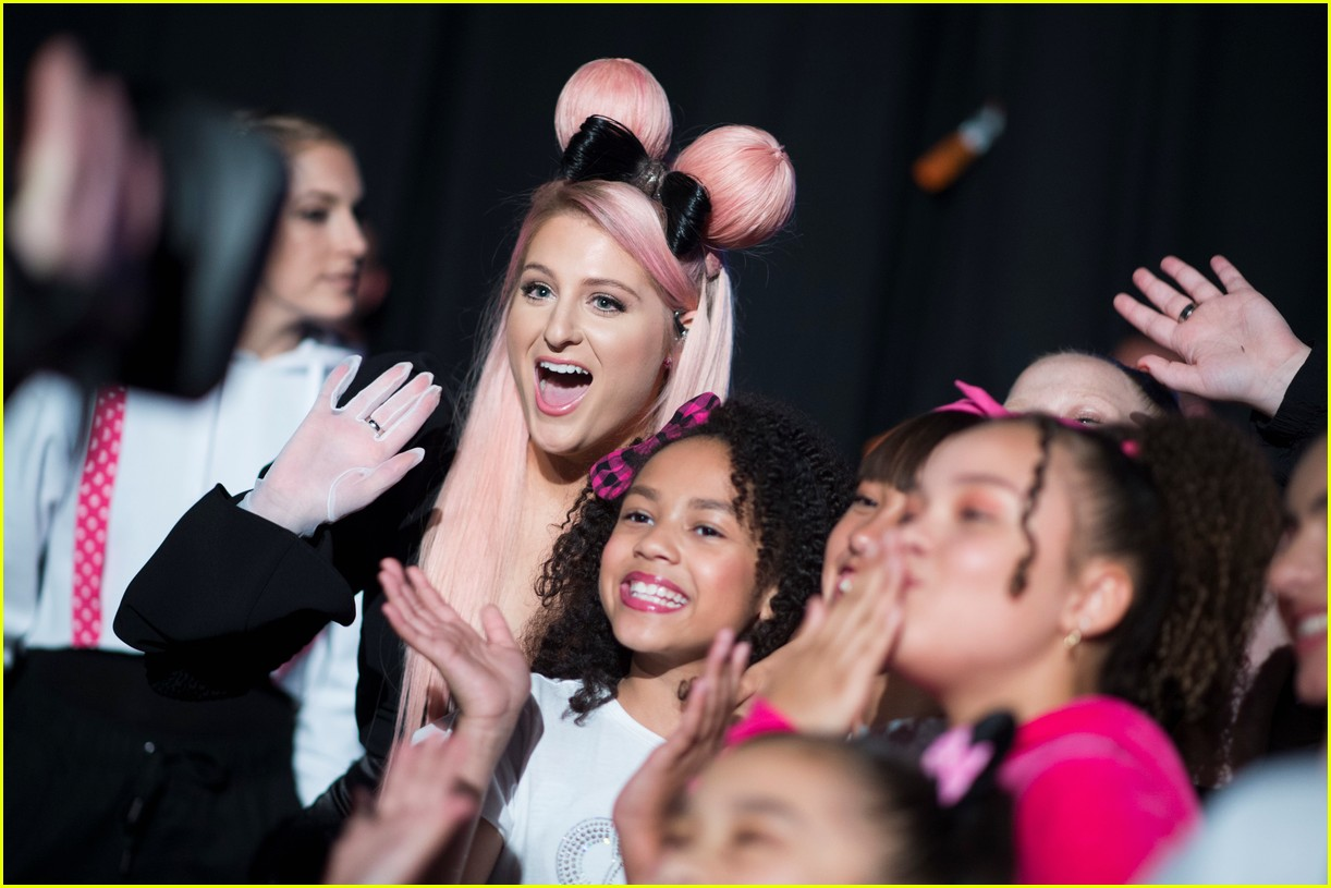 backstage at the radio disney music awards see the moments you missed on tv 13