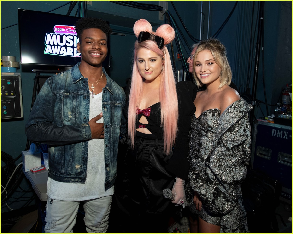 backstage at the radio disney music awards see the moments you missed on tv 17