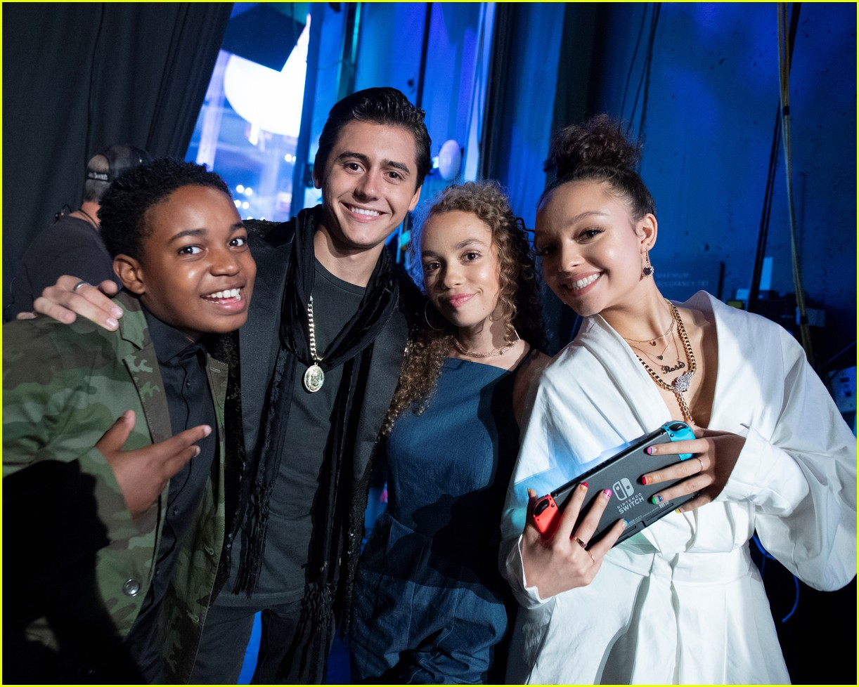 backstage at the radio disney music awards see the moments you missed on tv 18