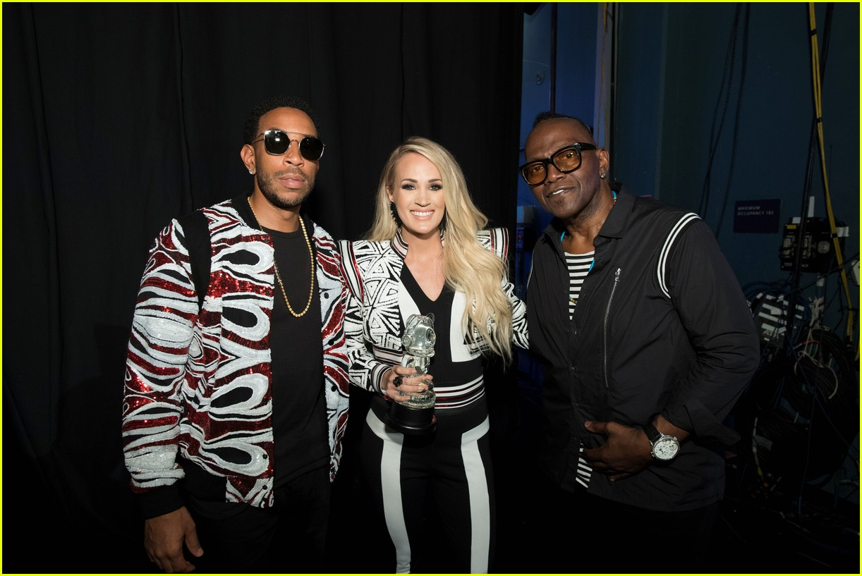 backstage at the radio disney music awards see the moments you missed on tv 28