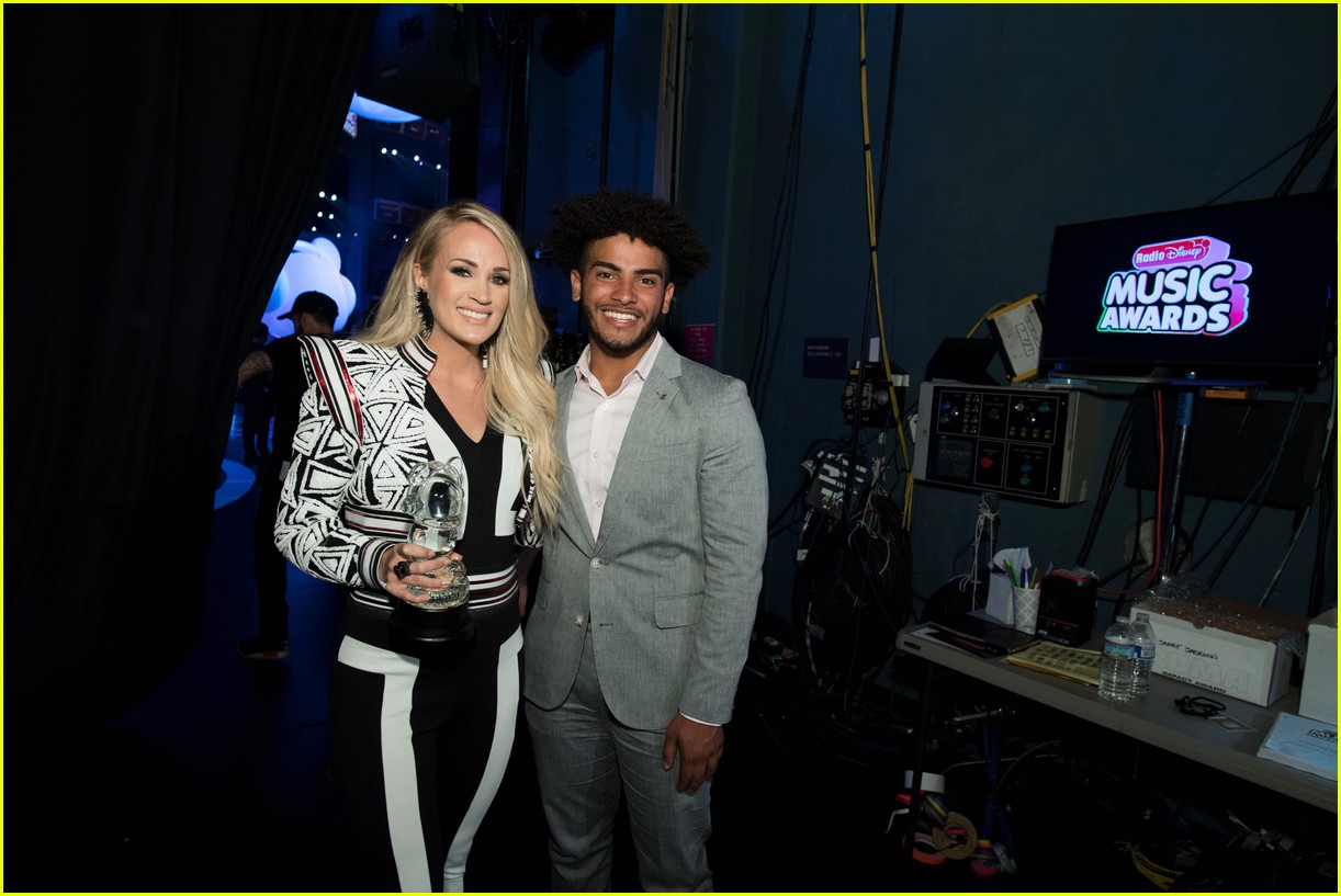 backstage at the radio disney music awards see the moments you missed on tv 29