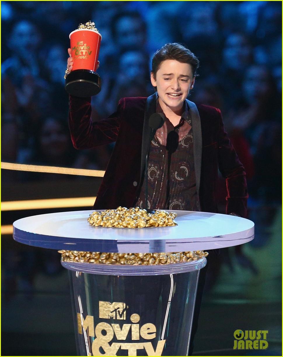 noah schnapp mtv movie tv awards 01