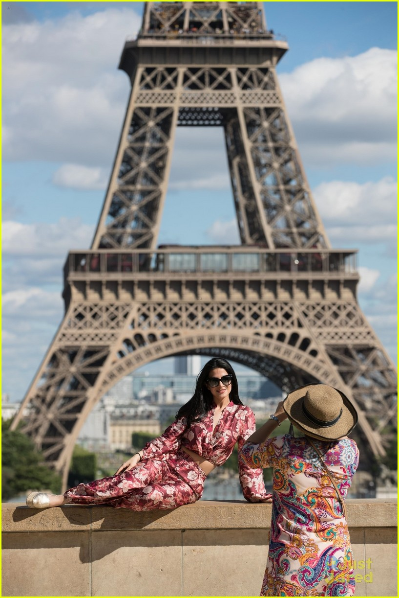 emeraude toubia pics eiffel tower paris 02