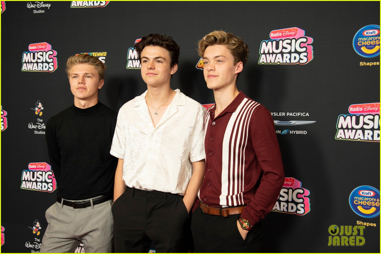 the vamps jagmac new hope club cb30 radio disney music awards 2018 14
