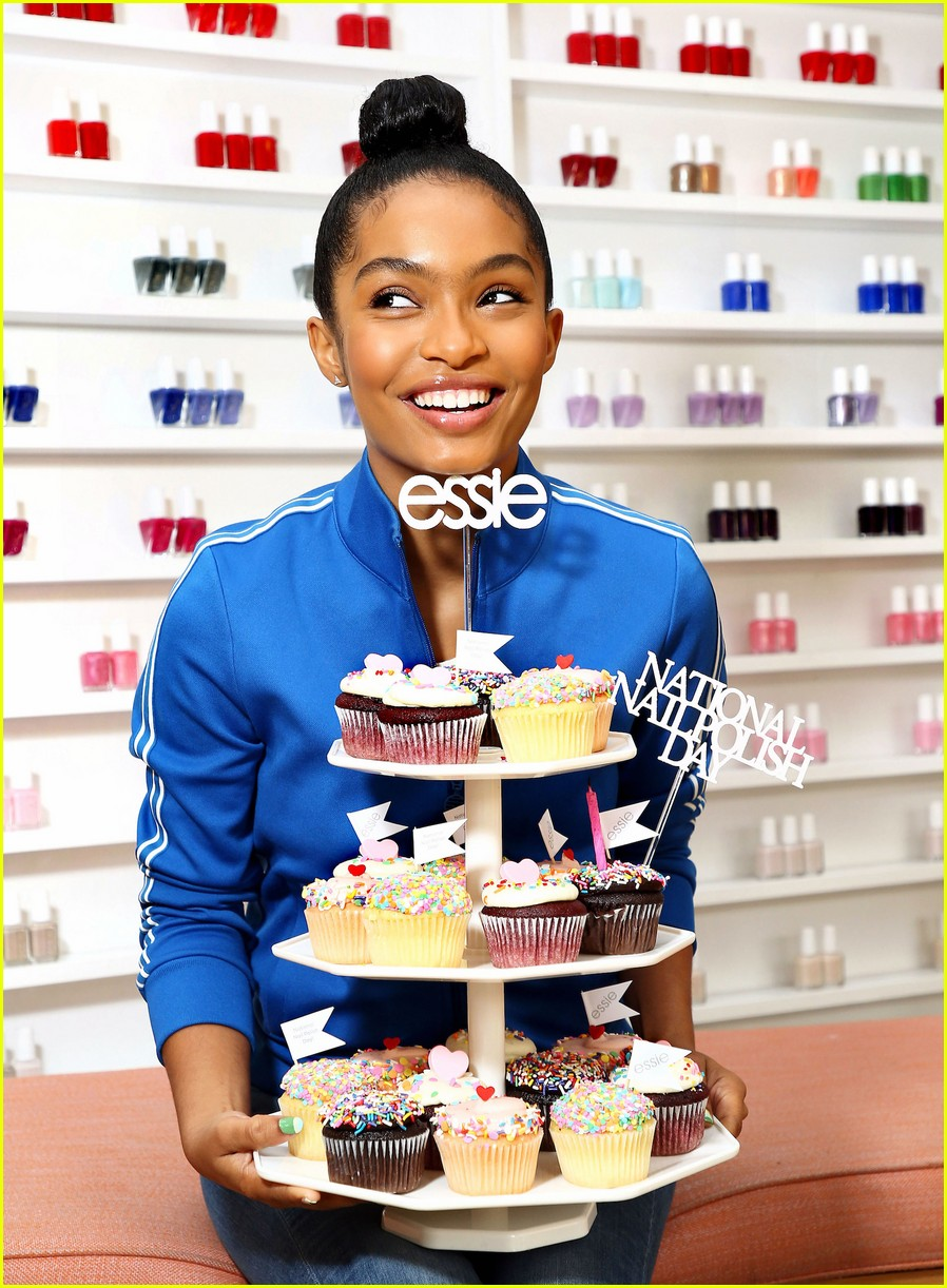 yara shahidi national nail polish day 02