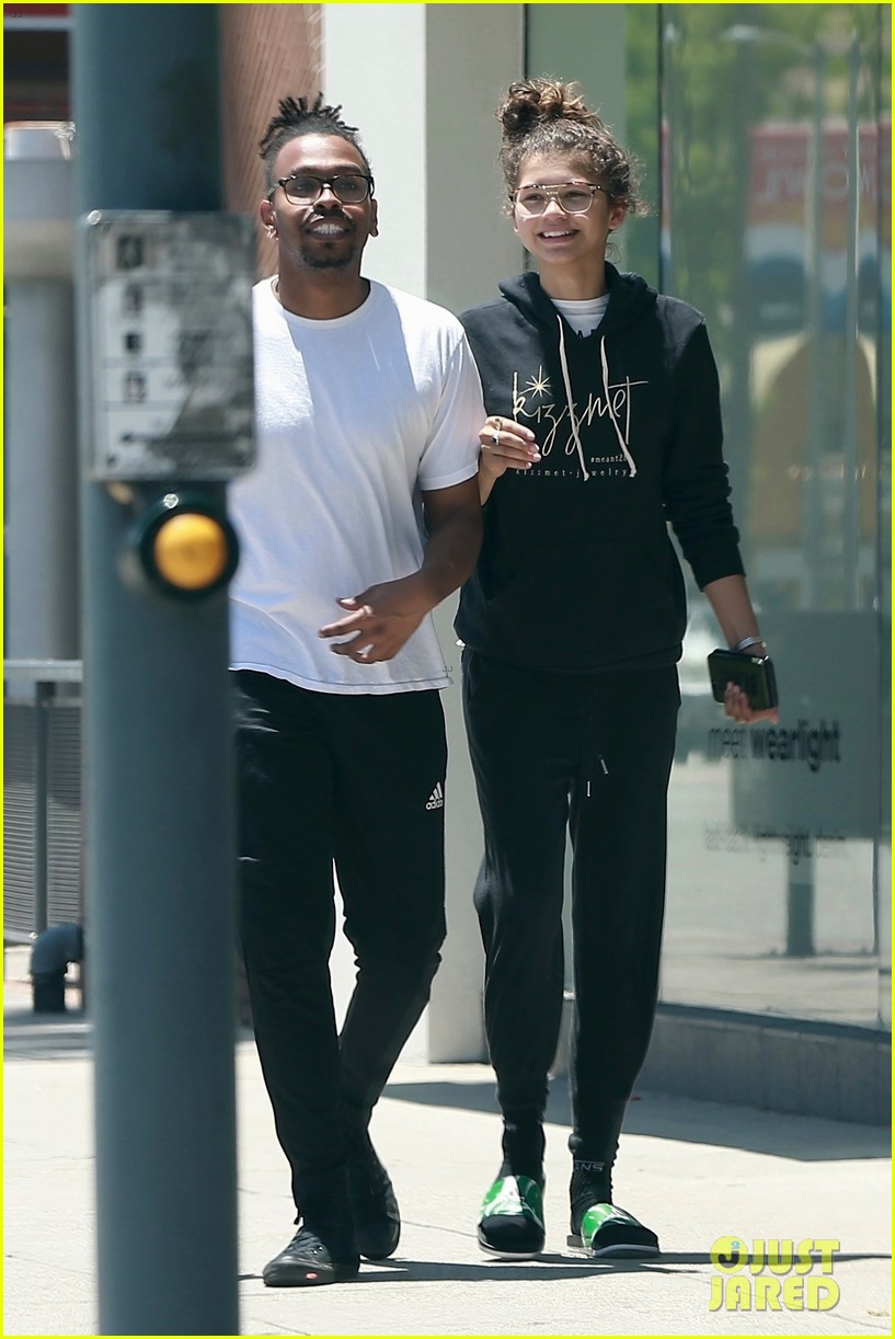 zendaya is all smiles while shopping with her assistant darnell appling 01