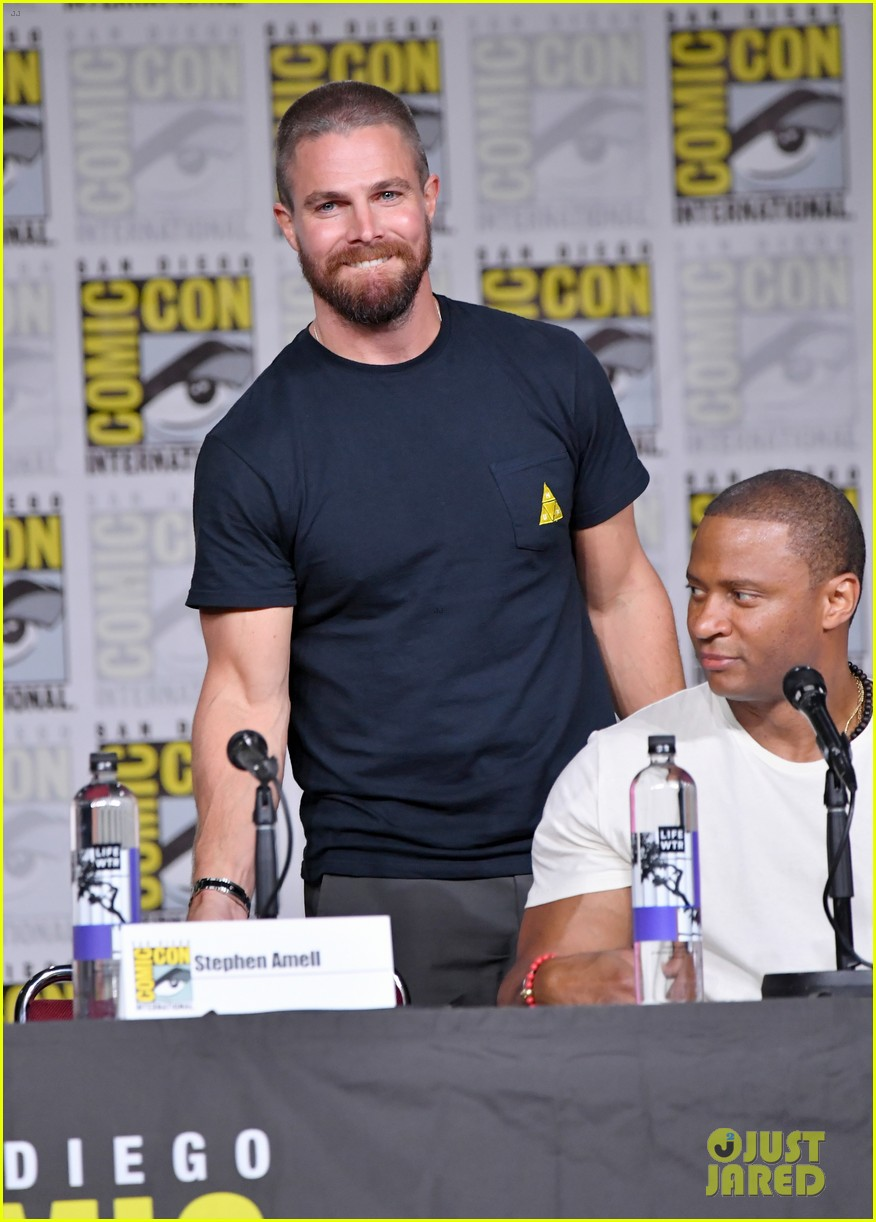 stephen amell arrow costars debut season 7 first look at comic con 18
