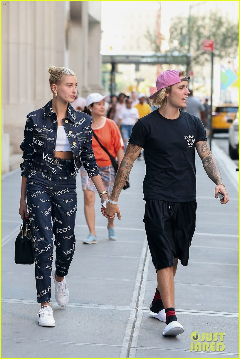 justin bieber hailey baldwin hold hands after dinner date 13